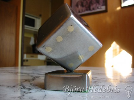 Tärning av stål och silverlod